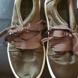 Madden girl olive green shoes size 9